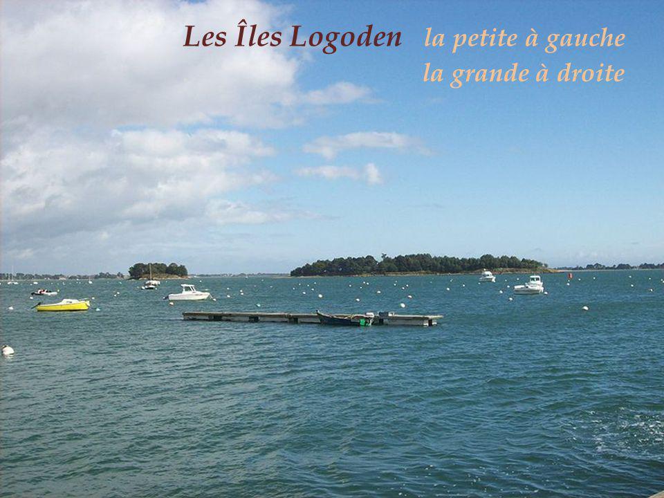 Les Îles Logoden la petite à gauche . la grande à droite