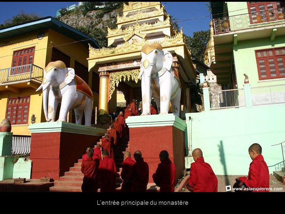 L'entrée principale du monastère