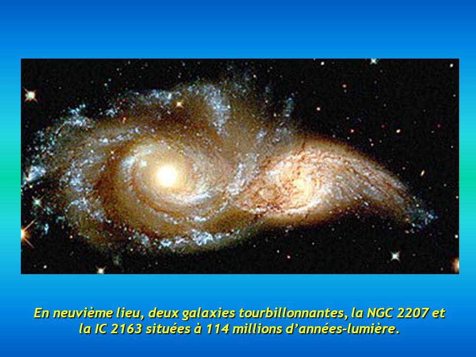 En neuvième lieu, deux galaxies tourbillonnantes, la NGC 2207 et la IC 2163 situées à 114 millions d'années-lumière.