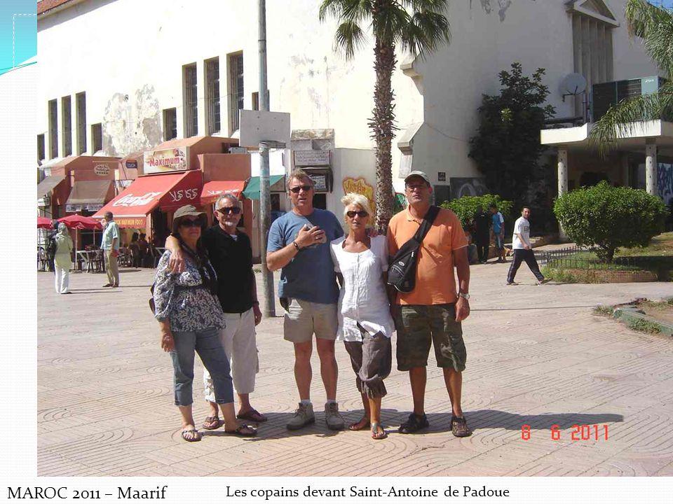 Les copains devant Saint-Antoine de Padoue