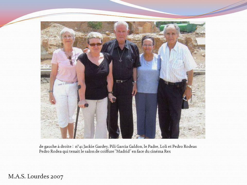 de gauche à droite : n°41 Jackie Gardey, Pili Garcia Galdon, le Padre, Loli et Pedro Rodeas