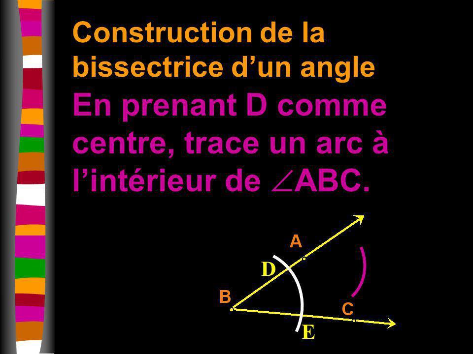 En prenant D comme centre, trace un arc à l'intérieur de ABC.