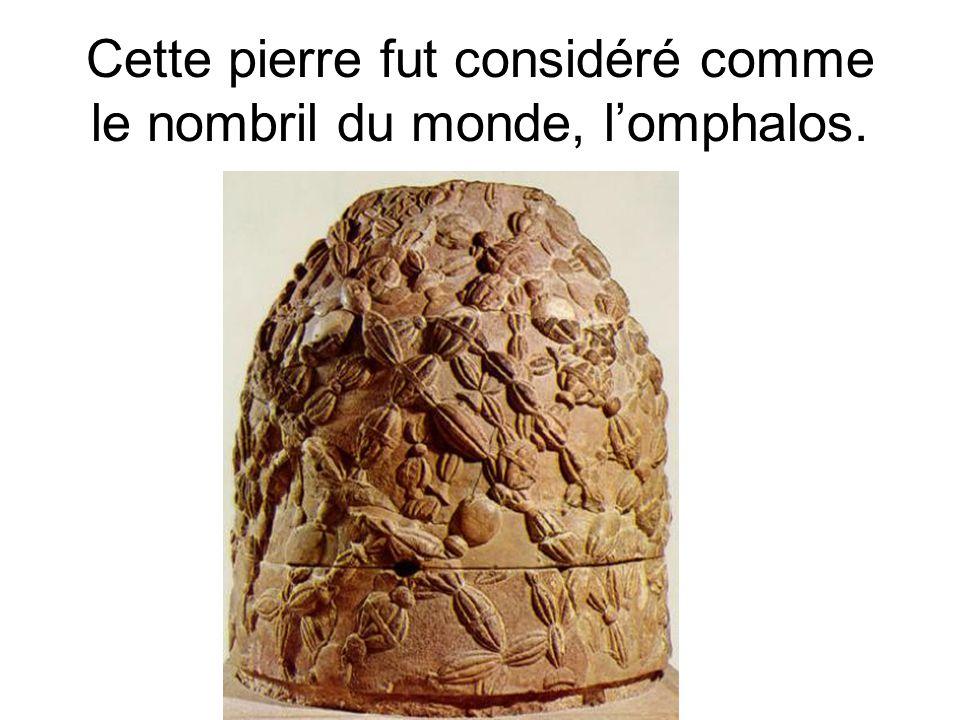Cette pierre fut considéré comme le nombril du monde, l'omphalos.