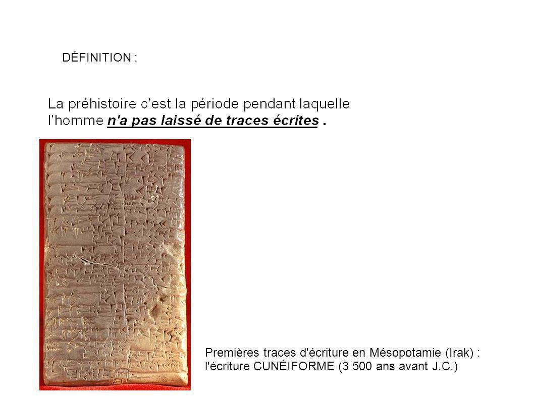 DÉFINITION : Premières traces d écriture en Mésopotamie (Irak) : l écriture CUNÉIFORME (3 500 ans avant J.C.)