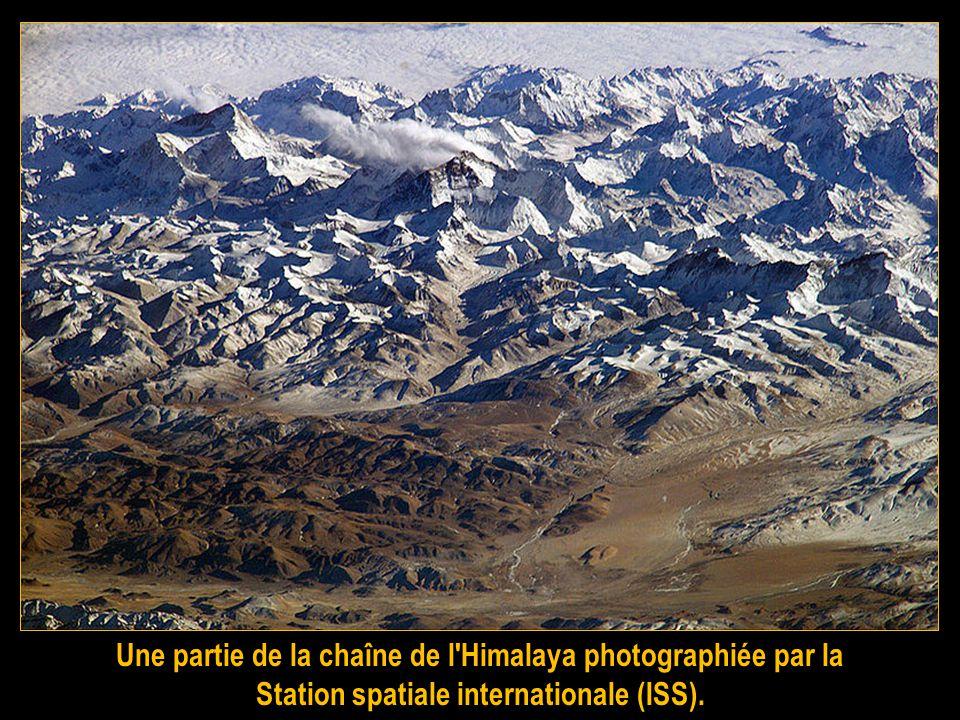 Une partie de la chaîne de l Himalaya photographiée par la