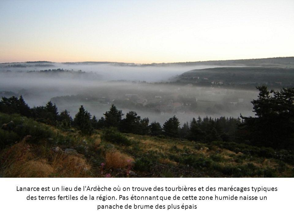 Lanarce est un lieu de l Ardèche où on trouve des tourbières et des marécages typiques des terres fertiles de la région.