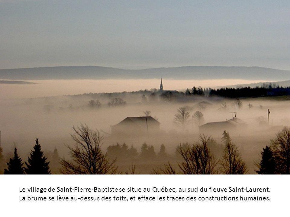 Le village de Saint-Pierre-Baptiste se situe au Québec, au sud du fleuve Saint-Laurent.