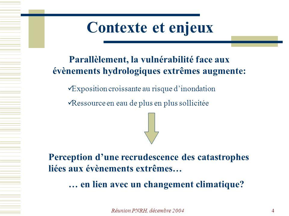 Contexte et enjeux Parallèlement, la vulnérabilité face aux évènements hydrologiques extrêmes augmente: