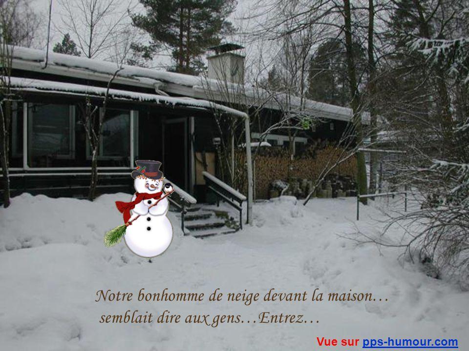Notre bonhomme de neige devant la maison…
