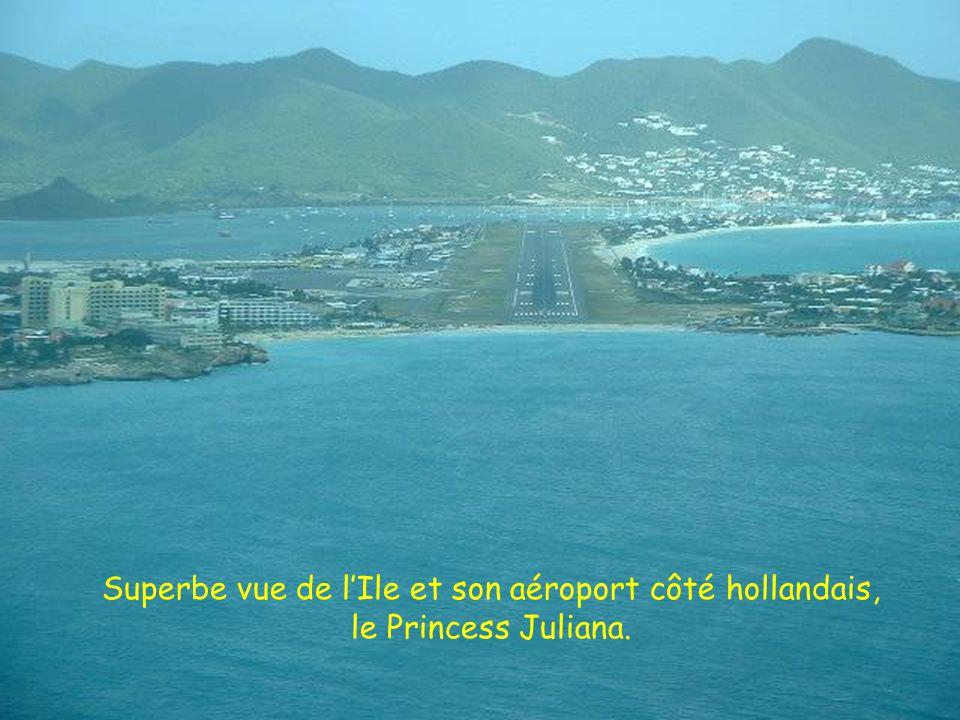 Superbe vue de l'Ile et son aéroport côté hollandais, le Princess Juliana.