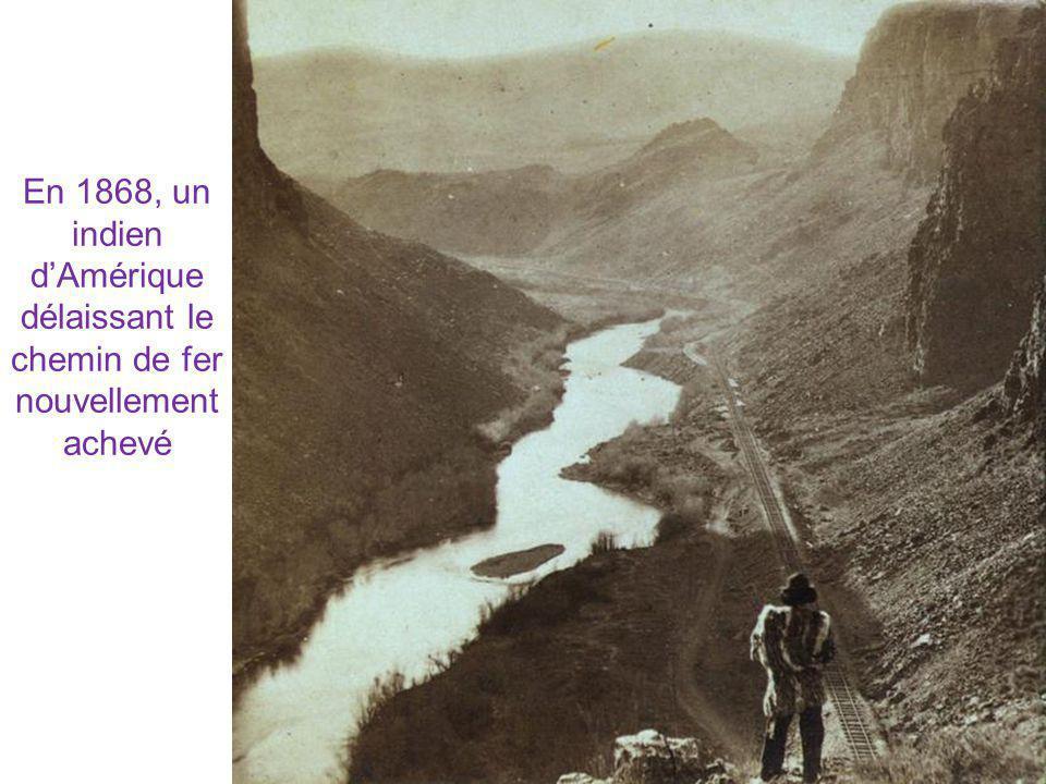 En 1868, un indien d'Amérique délaissant le chemin de fer nouvellement achevé