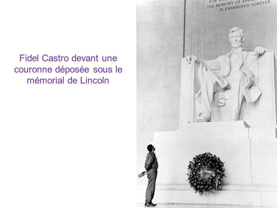 Fidel Castro devant une couronne déposée sous le mémorial de Lincoln