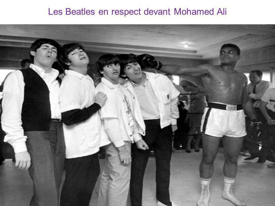 Les Beatles en respect devant Mohamed Ali
