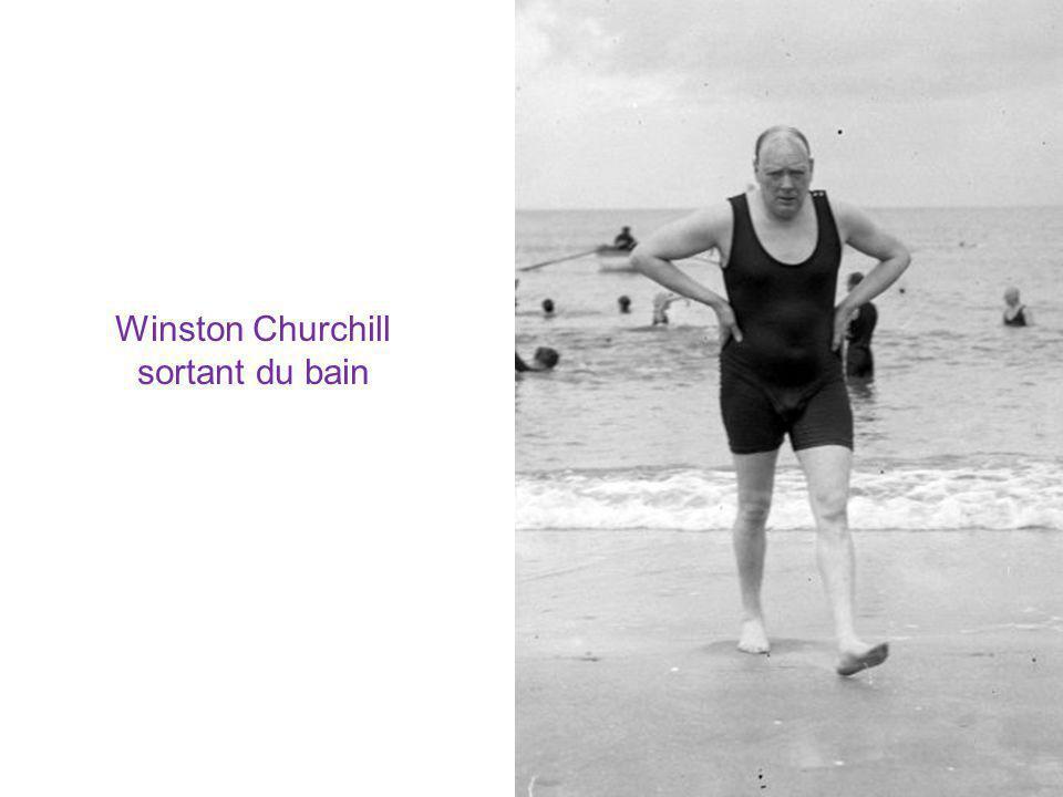 Winston Churchill sortant du bain