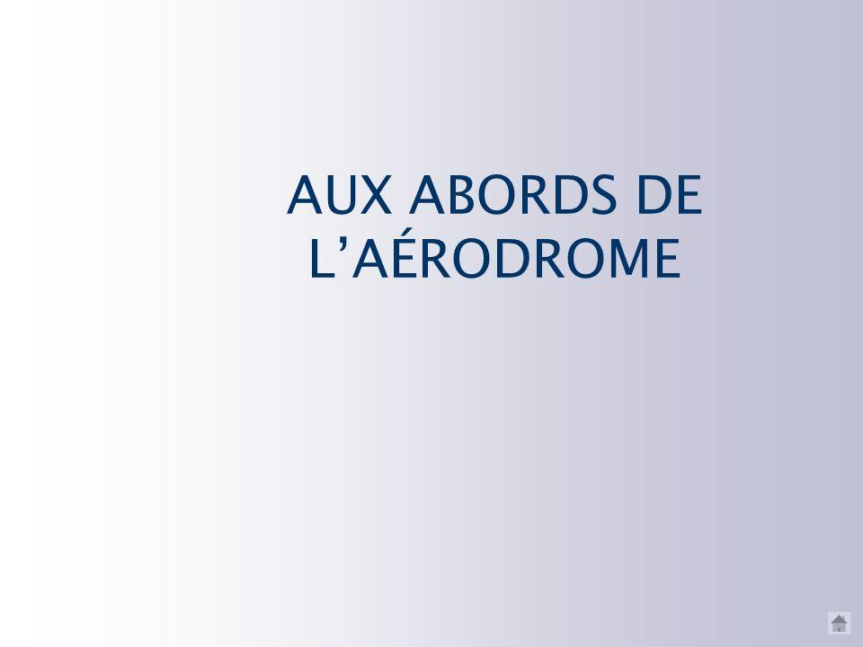 AUX ABORDS DE L'AÉRODROME