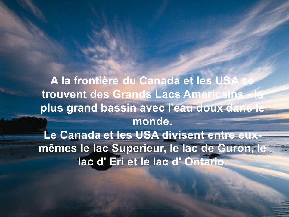 A la frontière du Canada et les USA se trouvent des Grands Lacs Americains - le plus grand bassin avec l eau doux dans le monde.