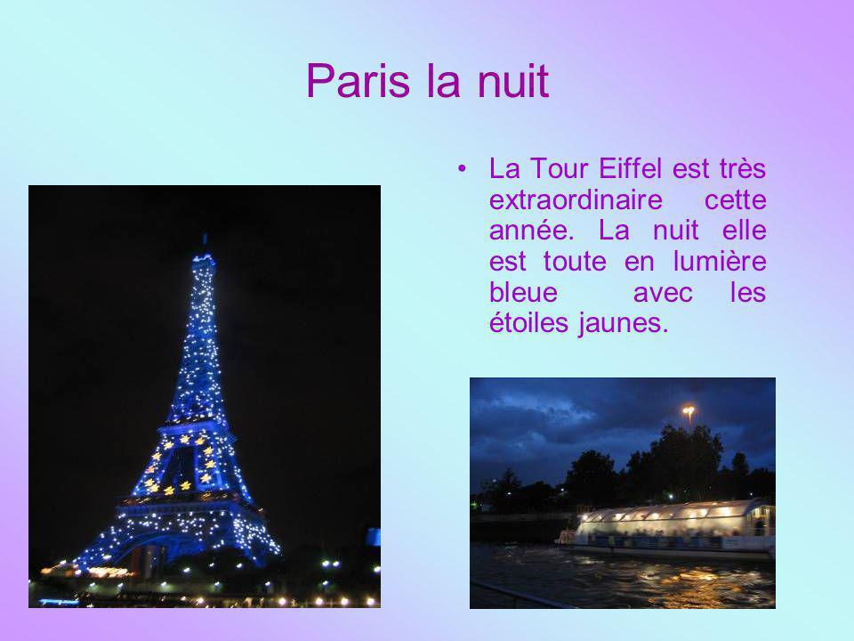 Paris la nuit La Tour Eiffel est très extraordinaire cette année.