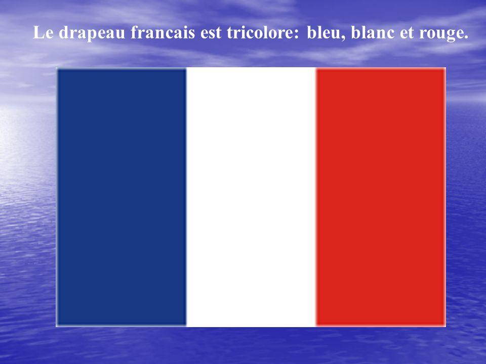 Le drapeau francais est tricolore: bleu, blanc et rouge.