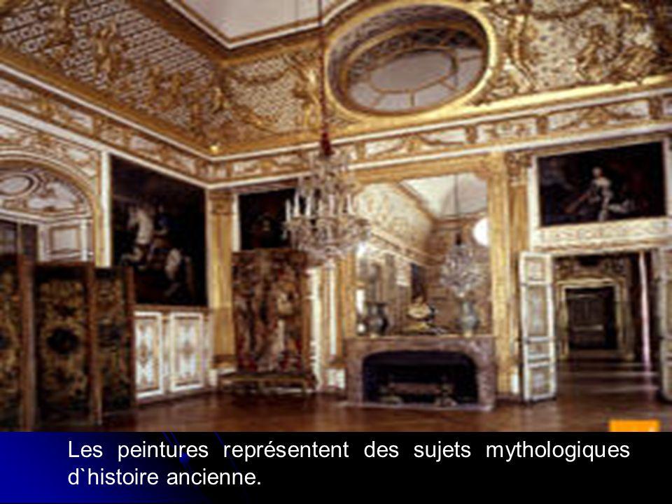 Les peintures représentent des sujets mythologiques d`histoire ancienne.