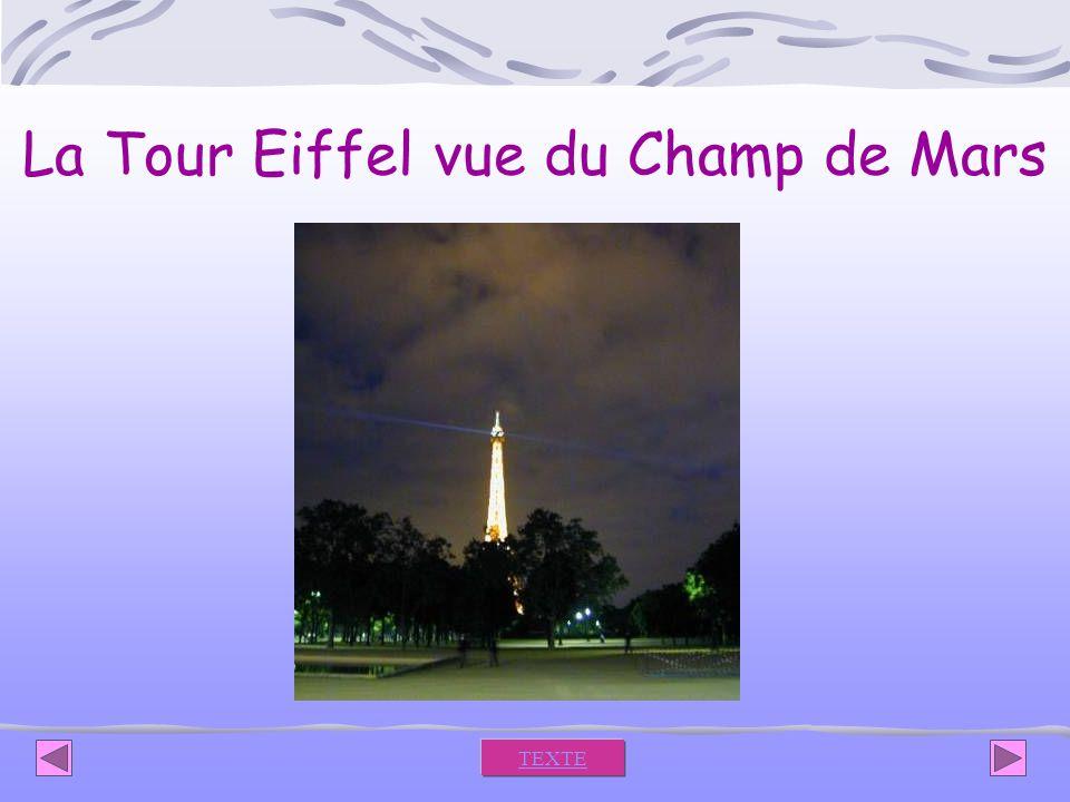 La Tour Eiffel vue du Champ de Mars