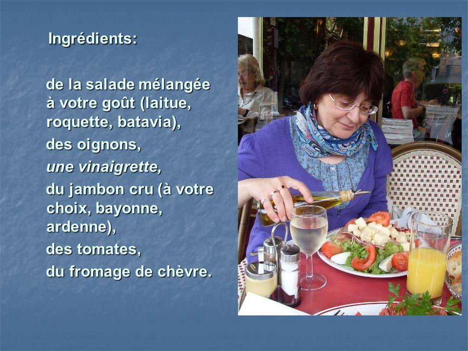 Ingrédients: de la salade mélangée à votre goût (laitue, roquette, batavia), des oignons, une vinaigrette,