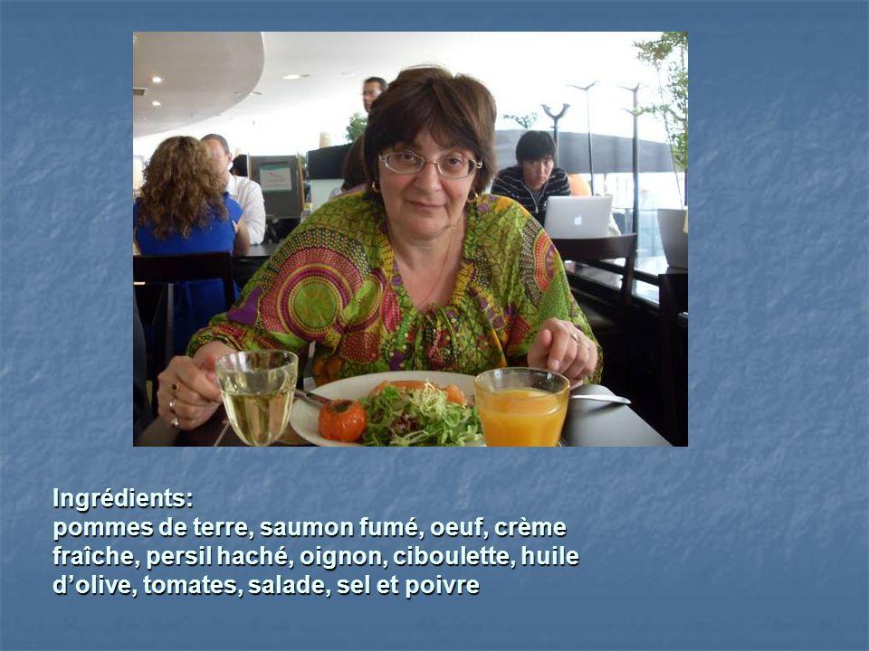 Ingrédients: pommes de terre, saumon fumé, oeuf, crème. fraîche, persil haché, oignon, ciboulette, huile.