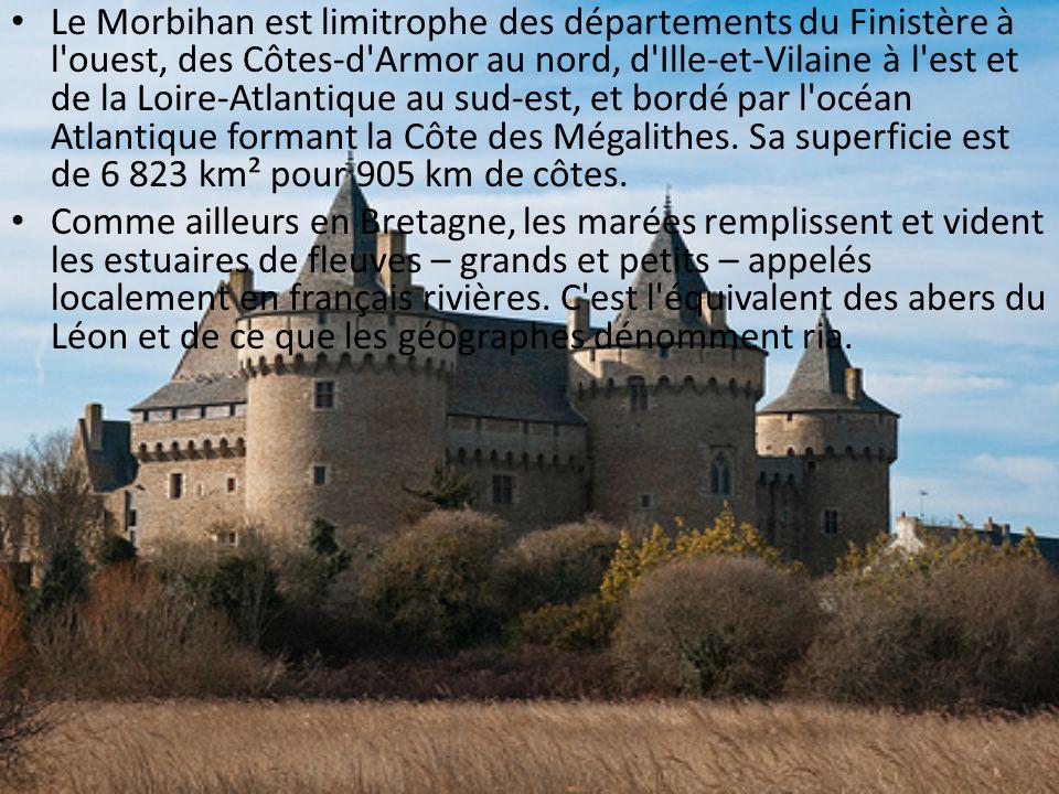 Le Morbihan est limitrophe des départements du Finistère à l ouest, des Côtes-d Armor au nord, d Ille-et-Vilaine à l est et de la Loire-Atlantique au sud-est, et bordé par l océan Atlantique formant la Côte des Mégalithes. Sa superficie est de 6 823 km² pour 905 km de côtes.