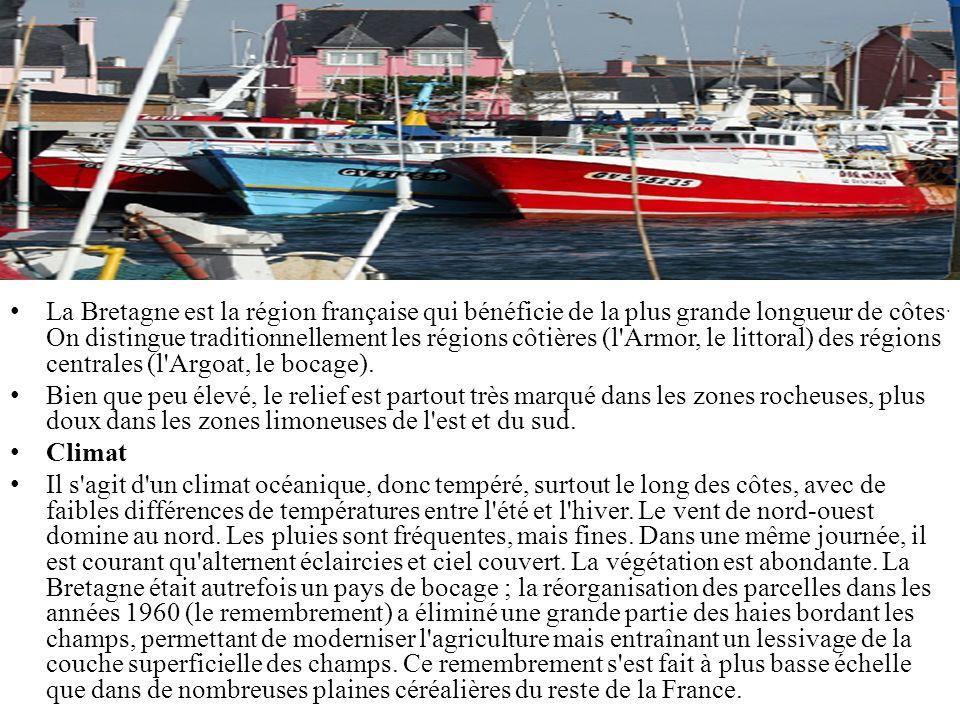 La Bretagne est la région française qui bénéficie de la plus grande longueur de côtes. On distingue traditionnellement les régions côtières (l Armor, le littoral) des régions centrales (l Argoat, le bocage).