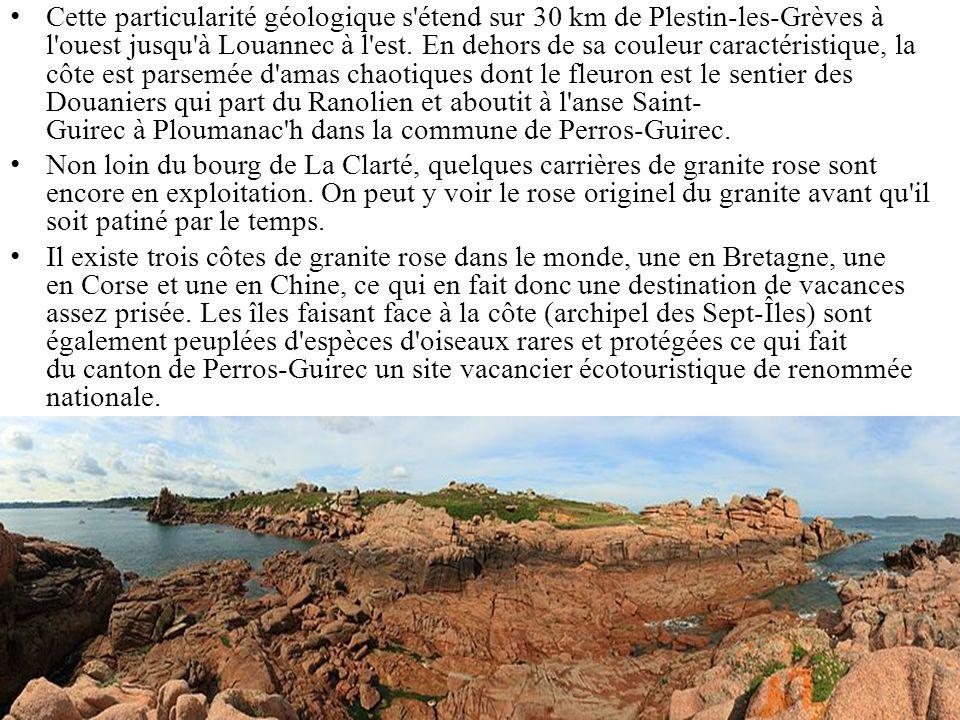 Cette particularité géologique s étend sur 30 km de Plestin-les-Grèves à l ouest jusqu à Louannec à l est. En dehors de sa couleur caractéristique, la côte est parsemée d amas chaotiques dont le fleuron est le sentier des Douaniers qui part du Ranolien et aboutit à l anse Saint-Guirec à Ploumanac h dans la commune de Perros-Guirec.