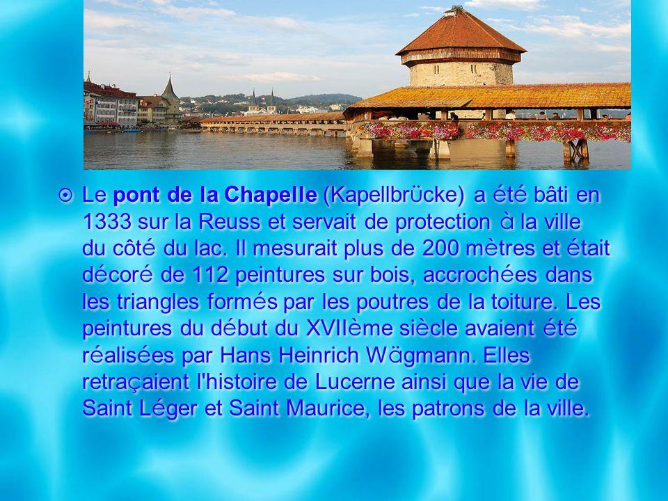 Le pont de la Chapelle (Kapellbrücke) a été bâti en 1333 sur la Reuss et servait de protection à la ville du côté du lac.