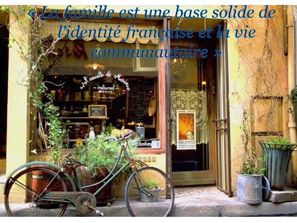 « La famille est une base solide de l identité française et la vie communautaire »