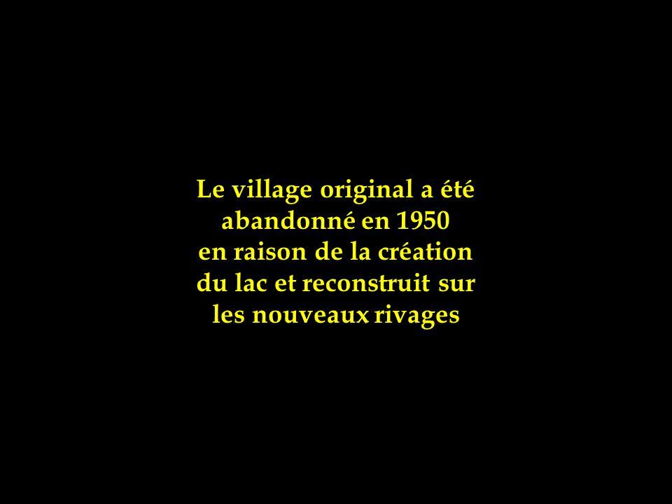 Le village original a été abandonné en 1950 en raison de la création