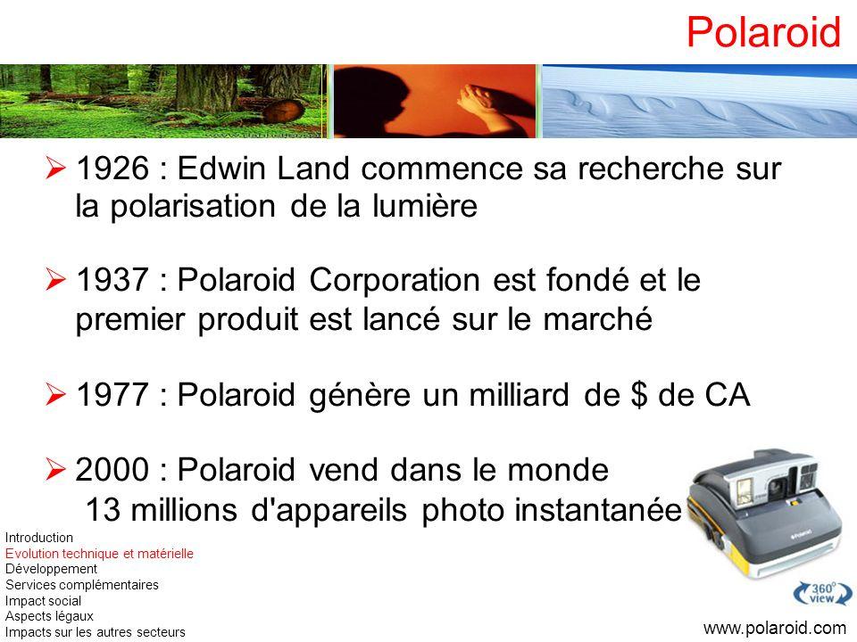 Polaroid 1926 : Edwin Land commence sa recherche sur la polarisation de la lumière.