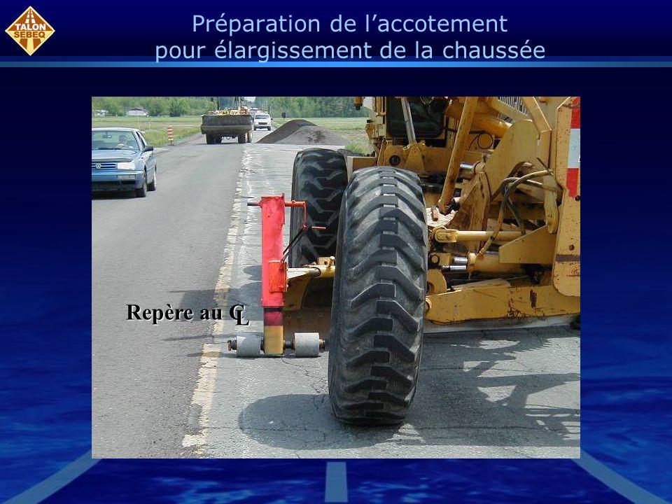 Préparation de l'accotement pour élargissement de la chaussée