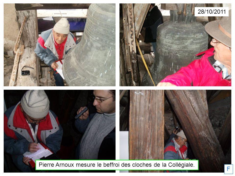 Pierre Arnoux mesure le beffroi des cloches de la Collégiale.