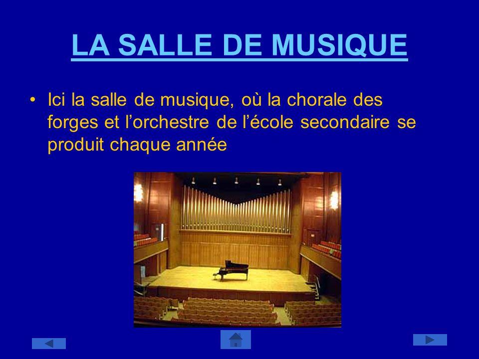 LA SALLE DE MUSIQUE Ici la salle de musique, où la chorale des forges et l'orchestre de l'école secondaire se produit chaque année.