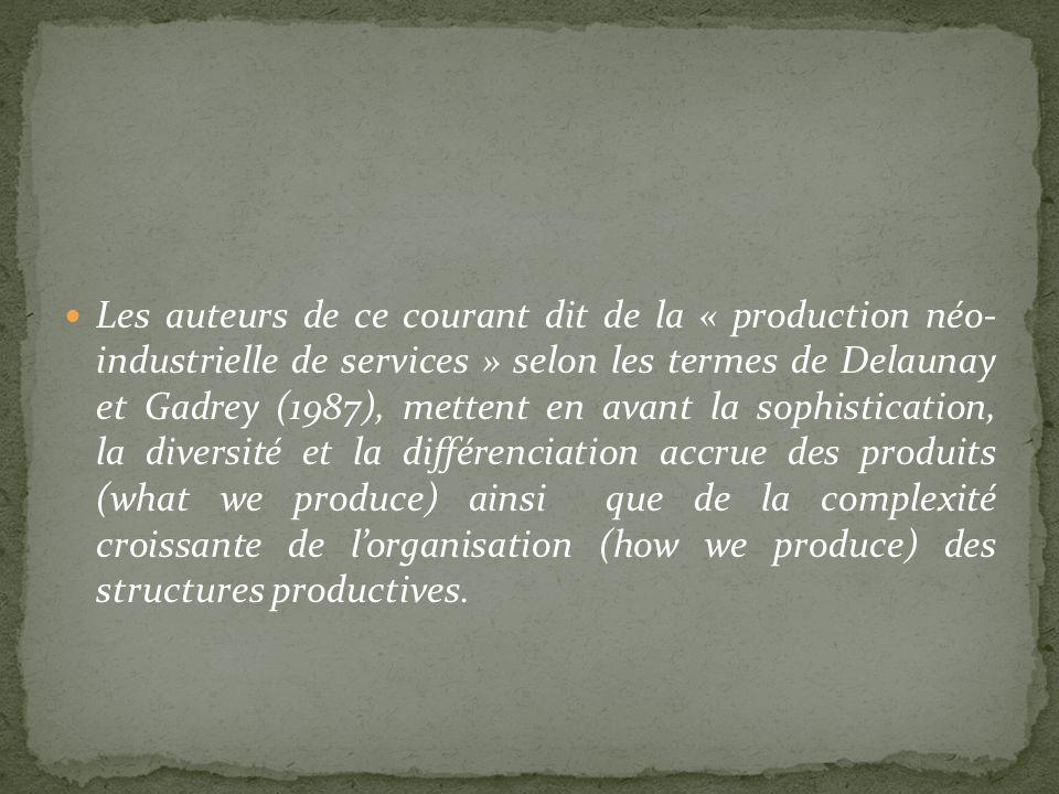 Les auteurs de ce courant dit de la « production néo- industrielle de services » selon les termes de Delaunay et Gadrey (1987), mettent en avant la sophistication, la diversité et la différenciation accrue des produits (what we produce) ainsi que de la complexité croissante de l'organisation (how we produce) des structures productives.