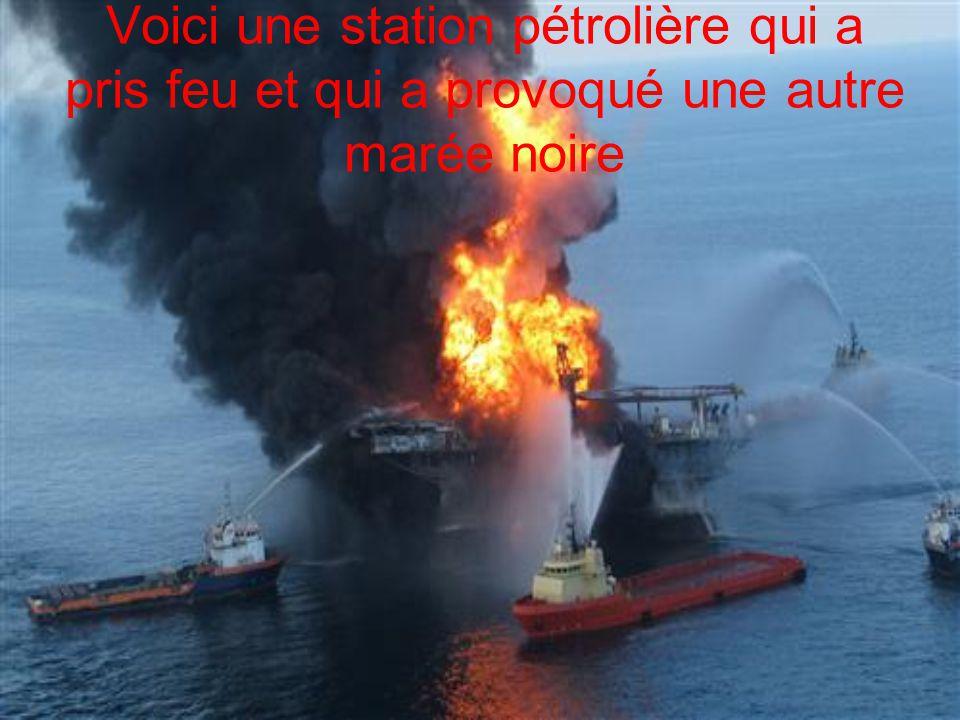 Voici une station pétrolière qui a pris feu et qui a provoqué une autre marée noire
