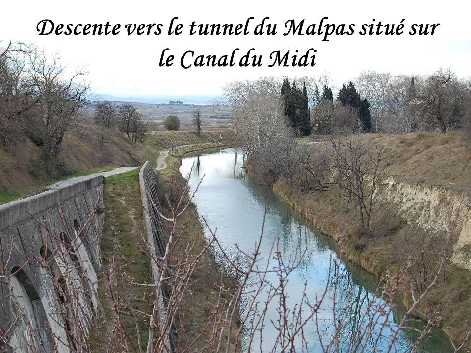 Descente vers le tunnel du Malpas situé sur le Canal du Midi