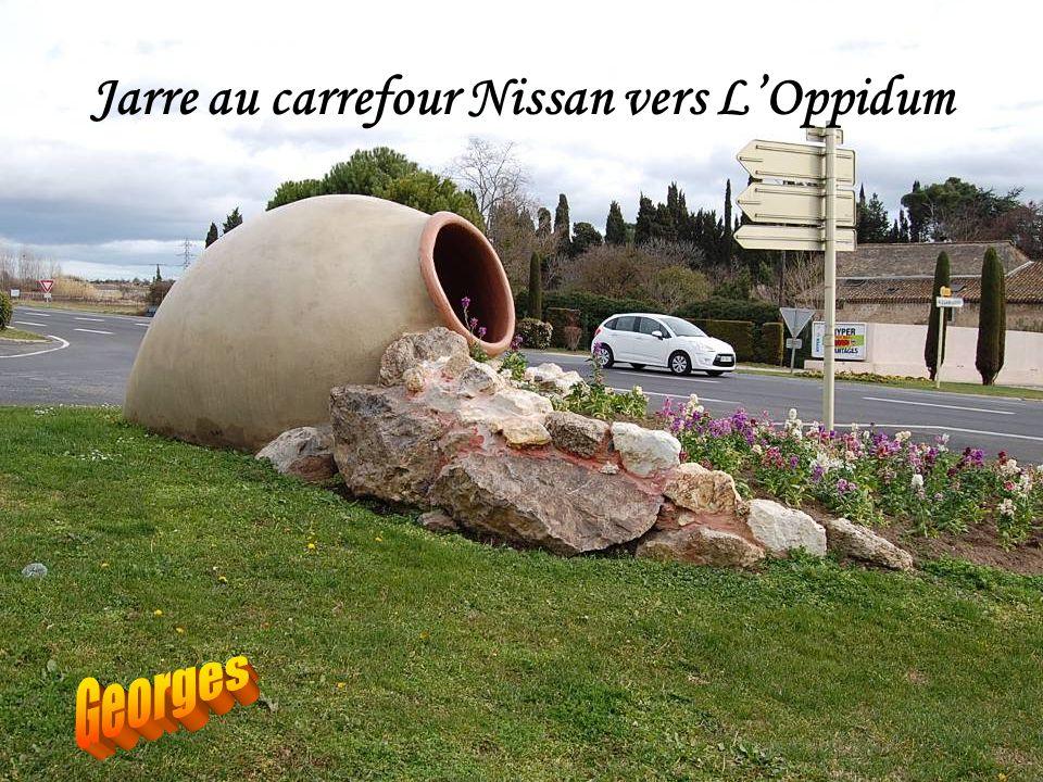 Jarre au carrefour Nissan vers L'Oppidum