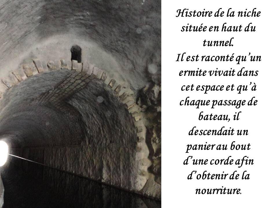 Histoire de la niche située en haut du tunnel