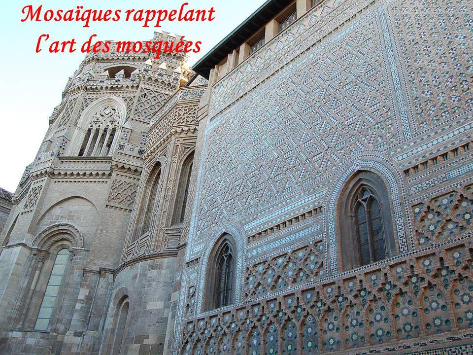 Mosaïques rappelant l'art des mosquées