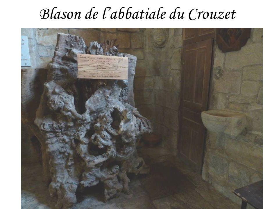 Blason de l'abbatiale du Crouzet