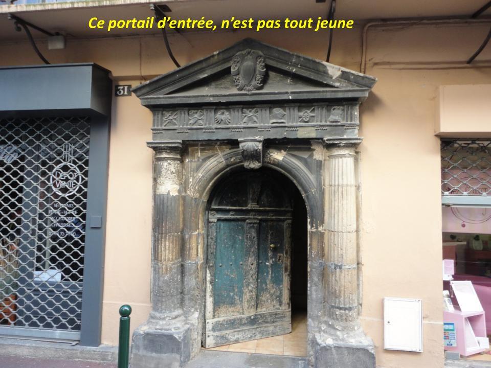 Ce portail d'entrée, n'est pas tout jeune