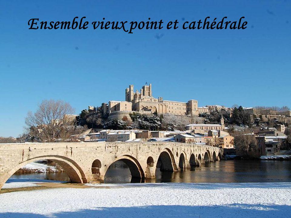 Ensemble vieux point et cathédrale