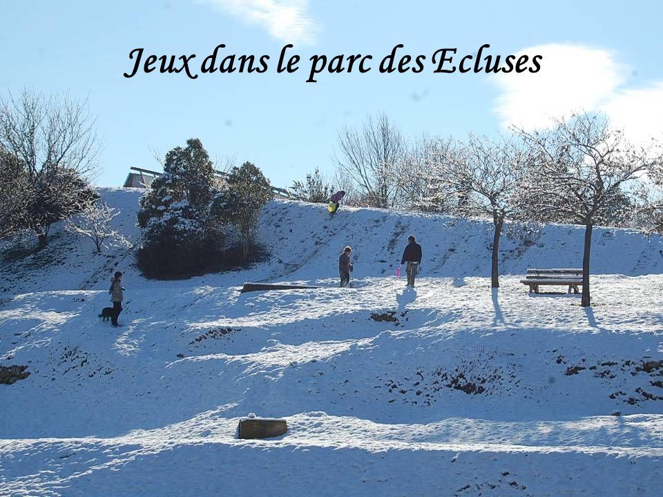 Jeux dans le parc des Ecluses
