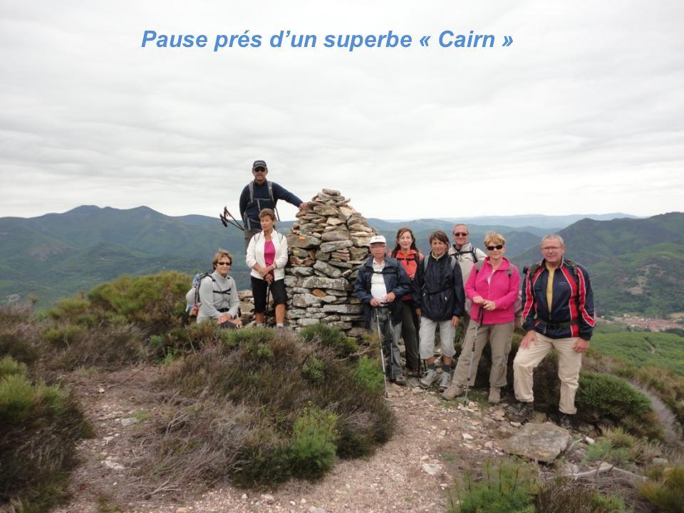 Pause prés d'un superbe « Cairn »