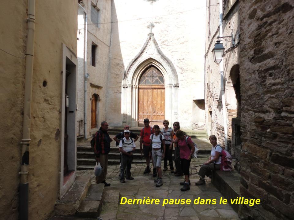 Dernière pause dans le village