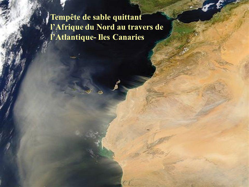 Tempête de sable quittant l'Afrique du Nord au travers de l'Atlantique- Iles Canaries
