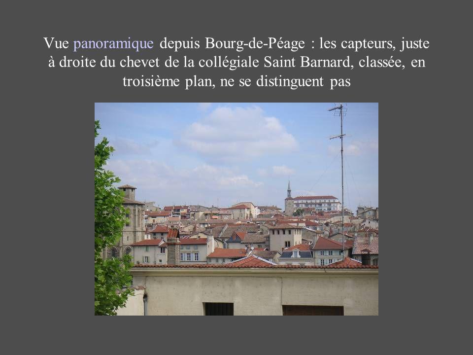 Vue panoramique depuis Bourg-de-Péage : les capteurs, juste à droite du chevet de la collégiale Saint Barnard, classée, en troisième plan, ne se distinguent pas